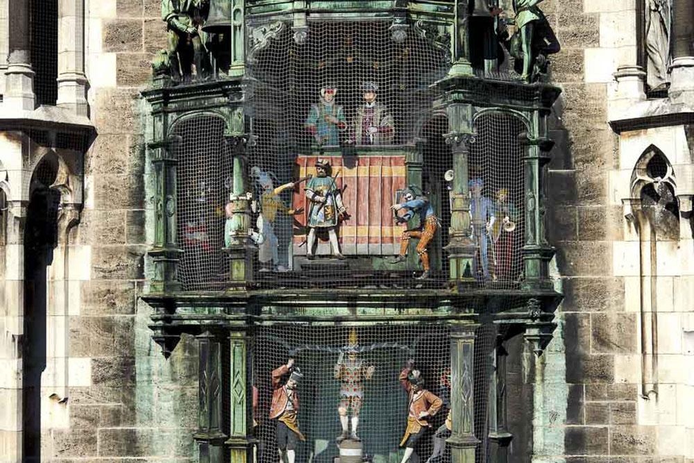 Enjoy The Glockenspiel At The Marienplatz